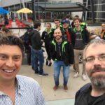 Andrea Di Blas (sx), Marco Santambrogio(dx) e alcuni dei ragazzi del Lab