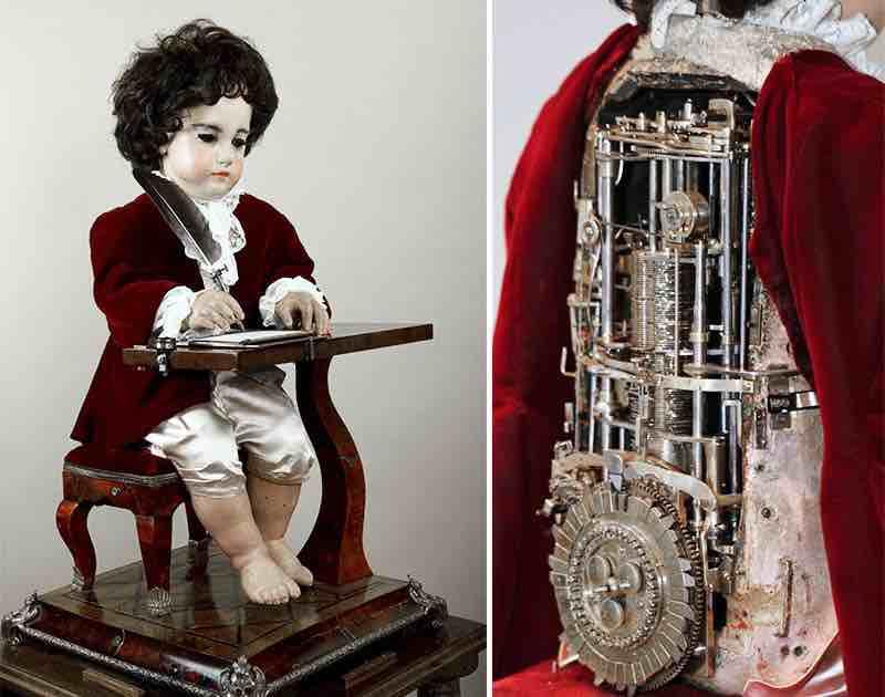 """Automa bambino chiamato """"Lo Scrittore"""", realizzato da Pierre Jacquet-Droz negli anni 70 del settecento."""