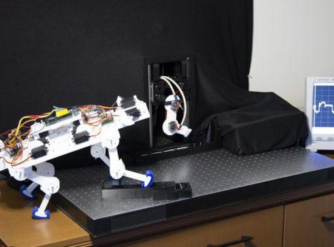 Arrivano le prime gambe robotiche che imparano a camminare da sole