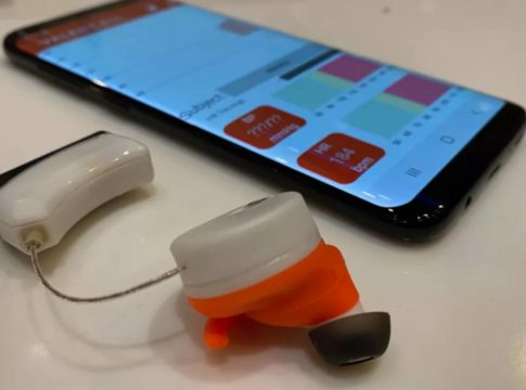 auricolari pressione sanguigna controllare dispositivi indossabili