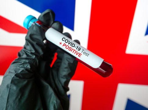 Immunità di gregge: la controversa strategia del Regno Unito contro il coronavirus