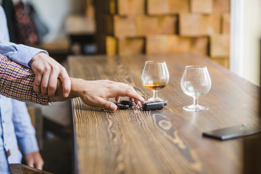 smartphone ubriaco guida in stato di ebbrezza