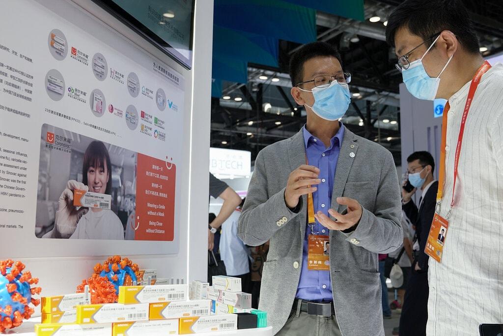 Cina somministra vaccino prima della fine della sperimentazione