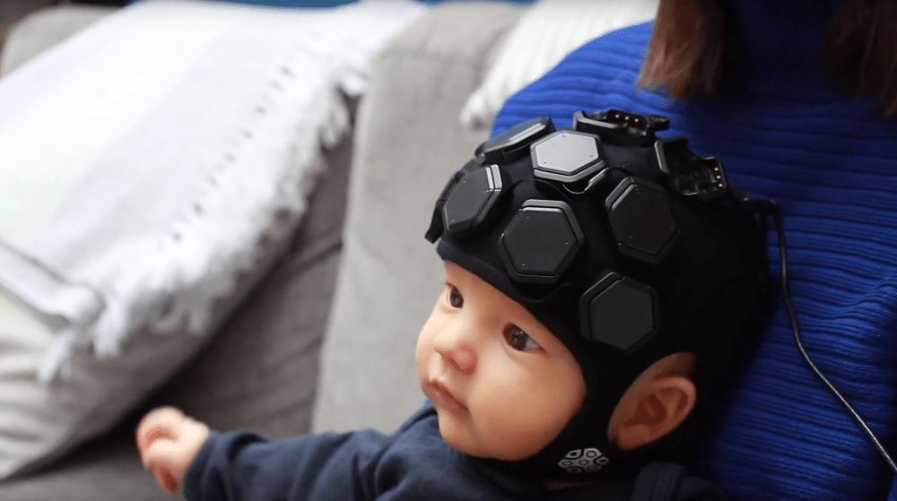LUMO, il dispositivo indossabile per il neuroimaging funzionale nei bambini. Credits: sito Gowerlabs
