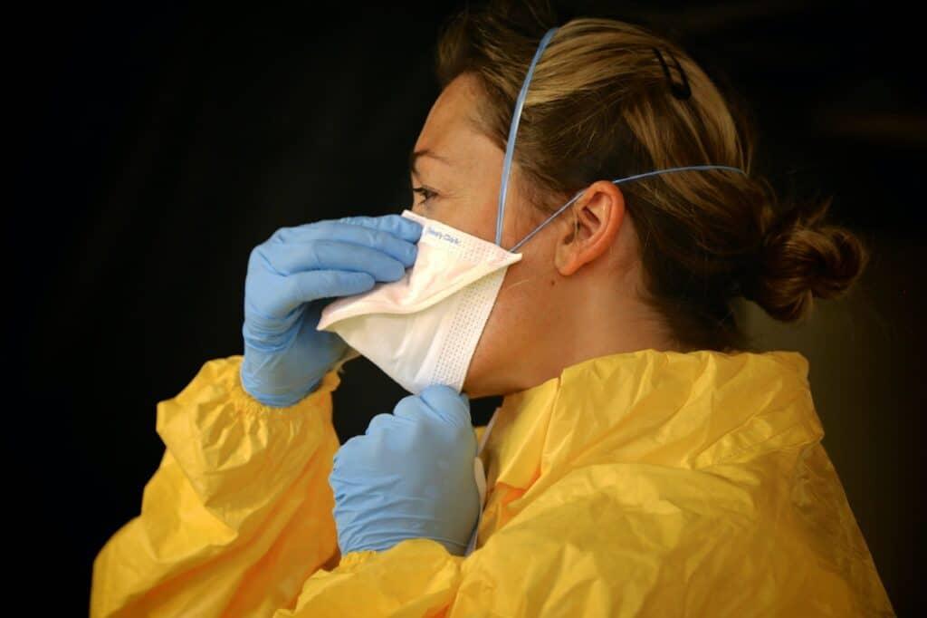 utilizzo mascherina coronavirus covid 19