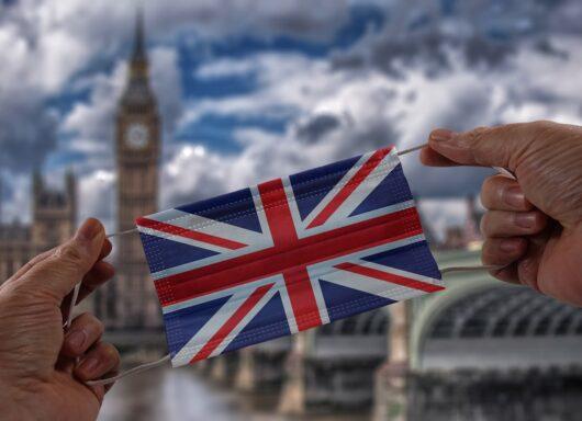 A rischio l'estate nel Regno Unito: la variante Delta preoccupa gli esperti