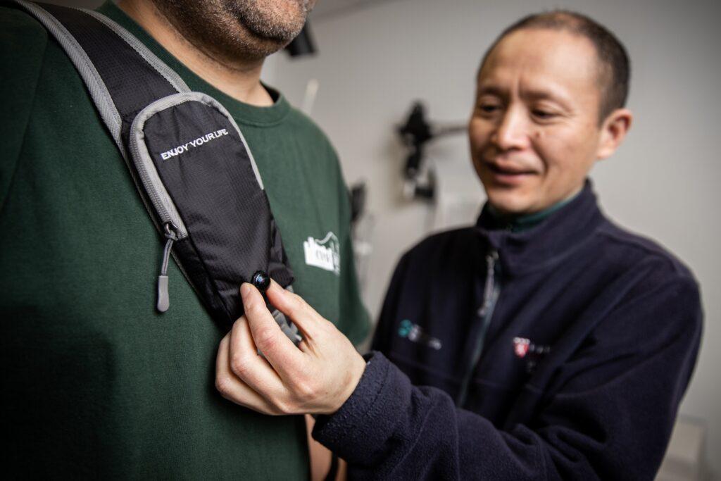 Un dispositivo indossabile può ridurre gli urti per le persone non vedenti. Credits: Mass Eye and Ear