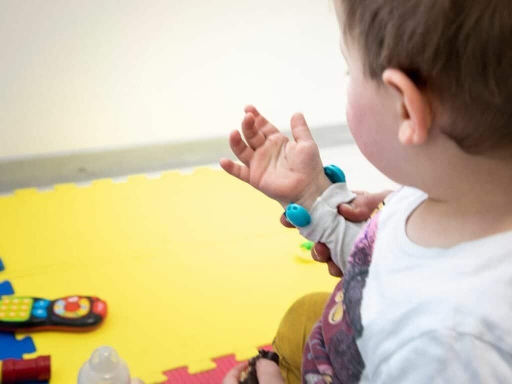 I bambini con disabilità visive preferiscono il tatto all'udito. Credits: IIT