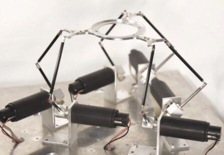 Riprodurre il movimento del cuore con un robot esapode